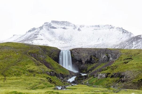 Водопад в Исландии Фото: Matt Borowic