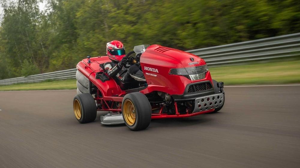 Газонокосилка Honda Mean Mower (Fireblade) установила новый мировой рекорд скорости