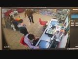 Нападение грабителя в маске и с топором на ПроЦентр на Юбилейной в Кривом Роге