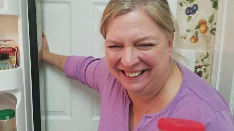 Холодильник американки с водкой и хреном