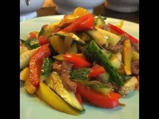 Тайский салат из мяса с огурцами в соевом соусе 🥗