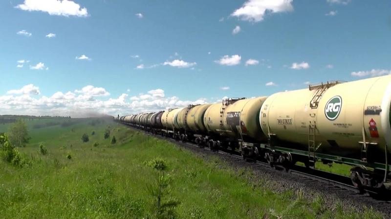 """_""""Big smoke_"""" Тепловоз 3ТЭ10М-1130 с грузовым поездом забирается в подъём"""