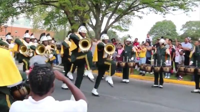 Самый дикий и странный марш на свете! «Спартанский легион» госуниверситета Норфолка (штат Вирджиния, США).