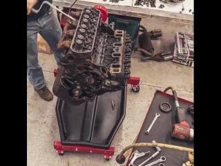 Разборка старенького V8 от Ford