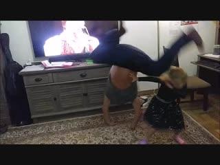 Танцы с элементами акробатики)