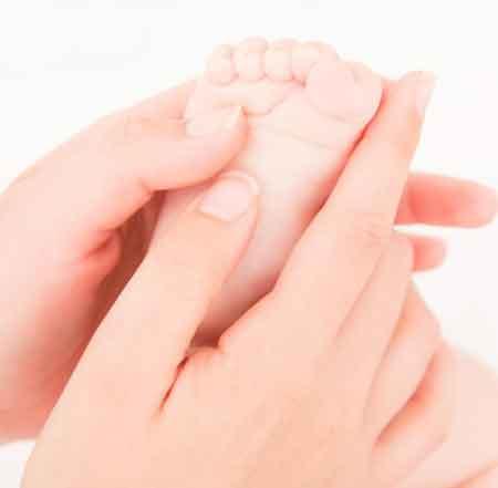 Большинство детей рождаются с плоскостопием.