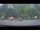 Женщина водитель переехала мотоциклистов после ДТП