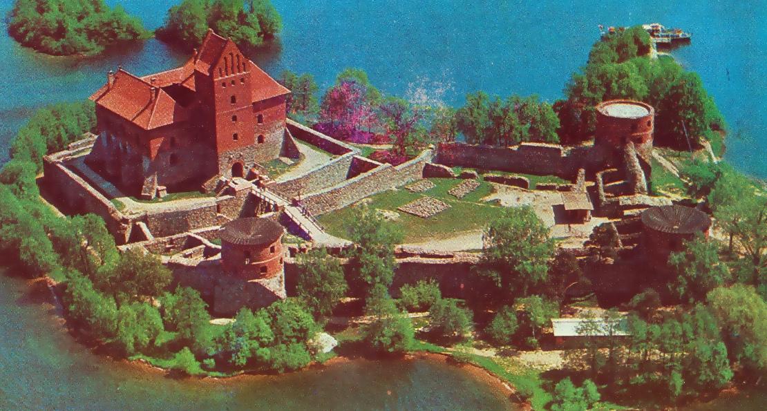Реставрация замка в Тракае