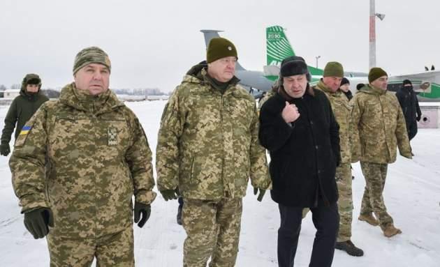Порошенко назвал количество российских военных на границах с Украиной