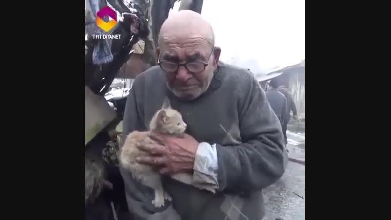 У 83-летнего мужчины сгорел дом, но удалось спасти самое главное (трогательно)