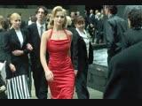 Матрица - Девушка в красном