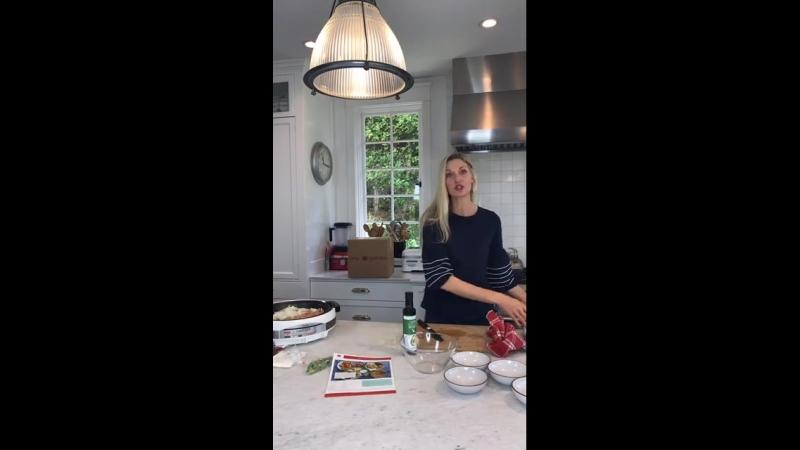 2018.08.15 - Онлайн-трансляция на Фейсбуке вместе с Кэтрин Маккорд