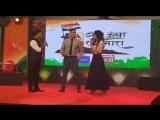Акшай Кумар и Муни Рой на мероприятии «Jhanda Uncha Rahe Hamara»