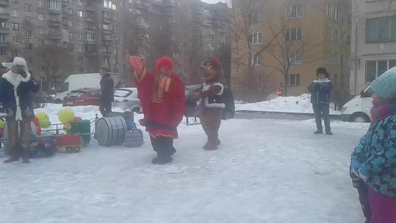 Андрейка с медведецей Клавочкой весело забавно поздравили с праздником ген директор праздника Елена Аунап