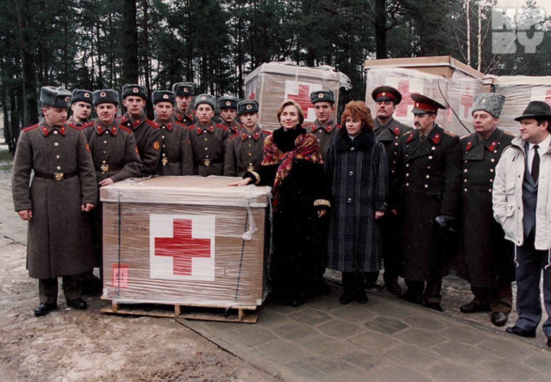 Хиллари Клинтон привезла гуманитарную помощь в Беларусь, 1994 год.