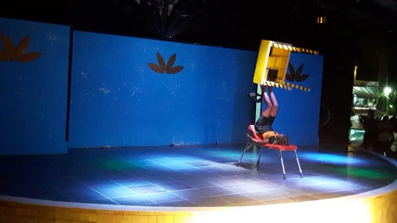 Цирковое шоу из Африки в отеле Турции.(небольшой отрывок этого шоу)