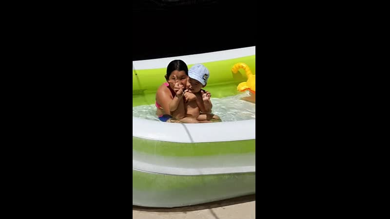 Алека в бассейне июль 2019 г
