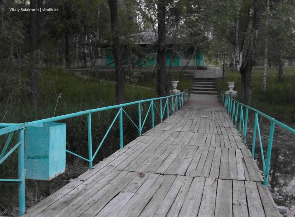 Мост через озеро вечером, Иссык-Куль