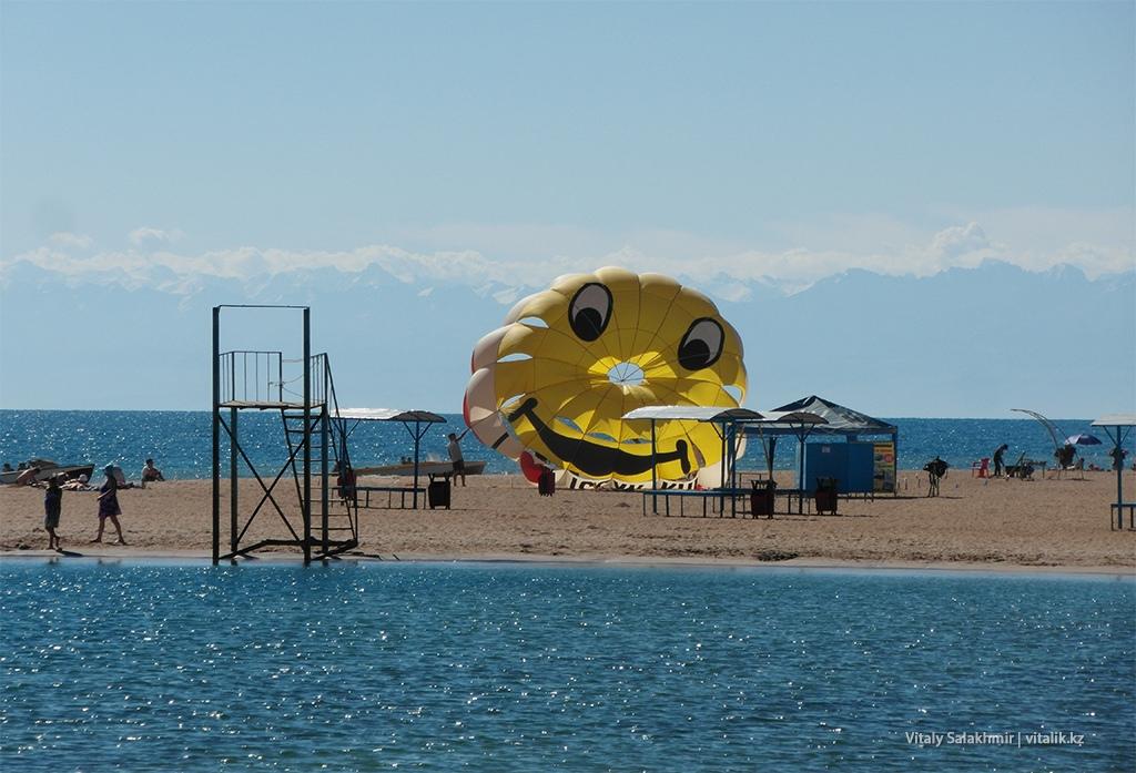 Пляж Иссык-Куль, парашют