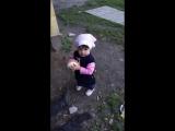 Аминочка на улице с ребятишками