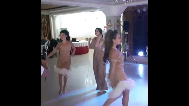 Танец невесты в подарок жениху!