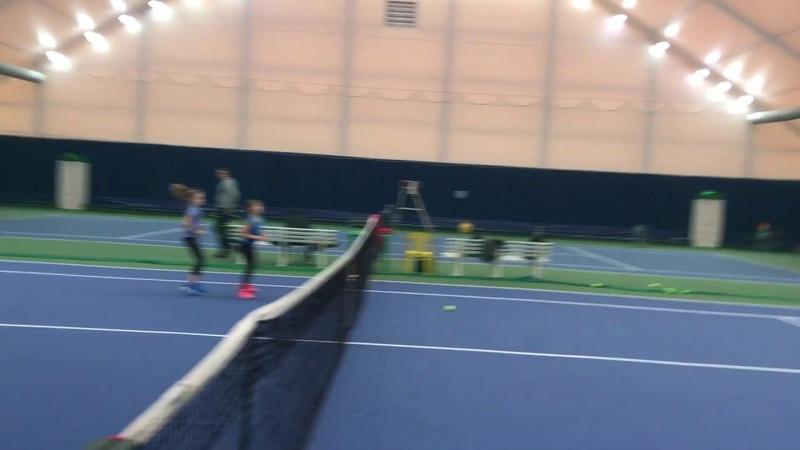 Построенный теннисный корт в действии