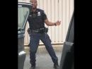 Украл полицкйскую форму и танцует (VHS Video)