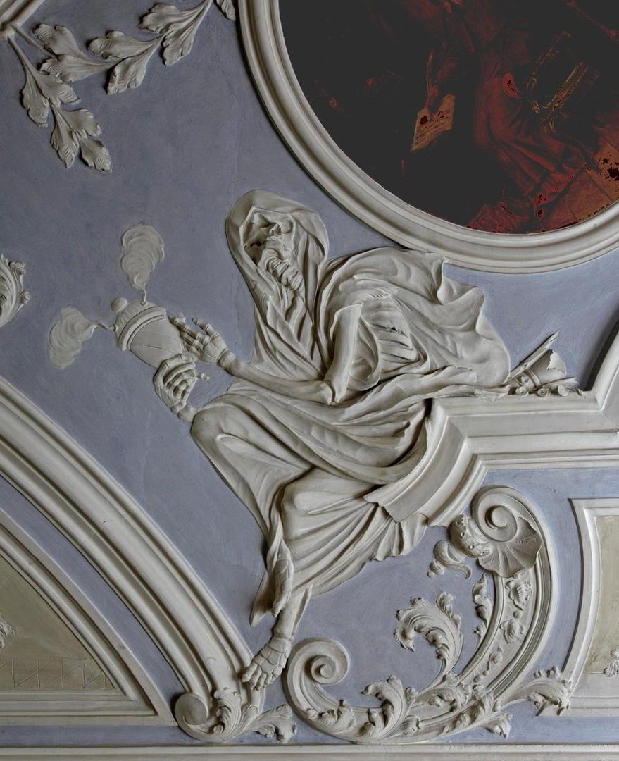 Рельефы в Монастыре бенедиктинцев, 18 век.