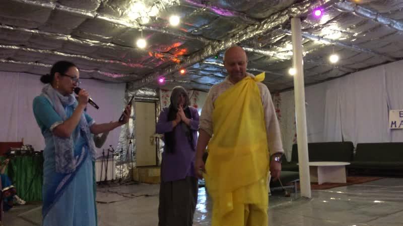 Панча Таттва Шри Чайтанья оживляет сына Адвайты 5