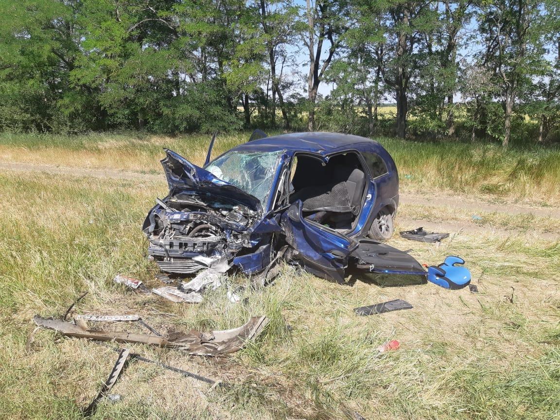 Под Таганрогом в серьезном ДТП погиб один человек, двое получили травмы