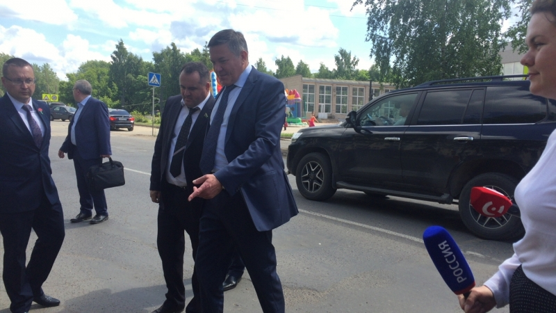 Губернатор области инспектирует участок улицы Советская в Соколе
