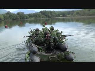 Войсковые разведчики мотострелковой бригады ЮВО форсировали водную преграду в рамках двустороннего КШУ