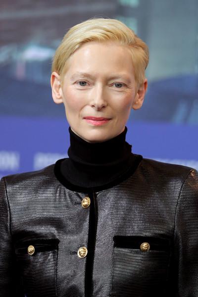 Тильда Суинтон представила фильм вместе с дочерью Хонор На вчерашней премьере картины Сувенир на Берлинском кинофестивале Тильда Суинтон появилась за руку со своей дочерью Хонор, которая