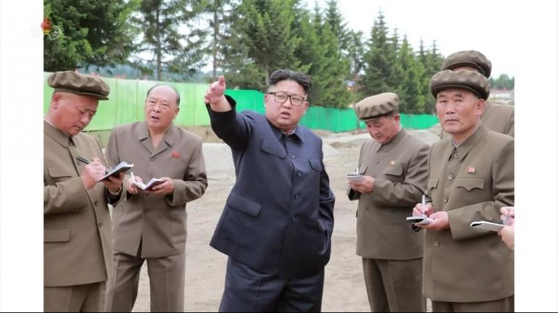 경애하는 최고령도자 김정은동지께서 삼지연군안의 건설장들을 현지지도하시였다