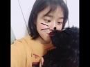 김향기 on Instagram: 여름옷을 정리했더니 옷장이 어두칙칙해졌다😎우리 푸키처럼 온통 검은색😎 블랙