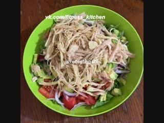 Легкий салат из того что осталось в холодильнике.