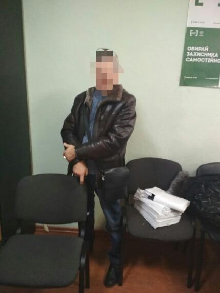 В Мариуполе подрядчик хотел дать полицейскому взятку в размере 900$