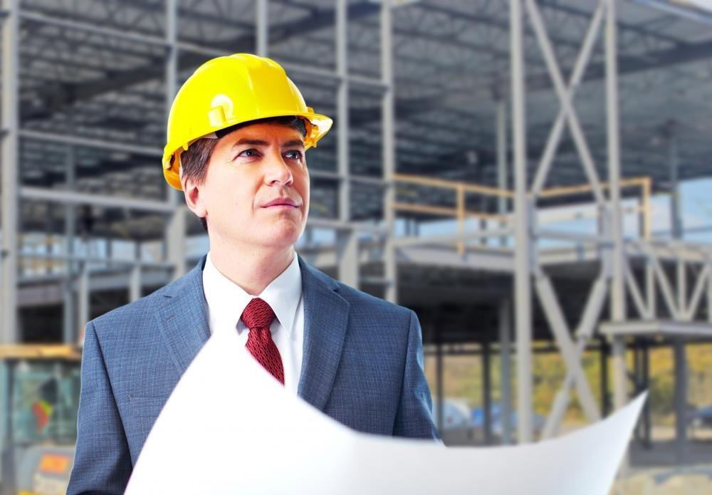 Директоры по безопасности отвечают за обеспечение соблюдения мер безопасности и правил во время строительных работ.