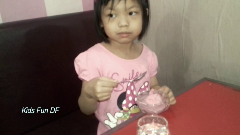 Asiknya Jennifer makan Ice Cream