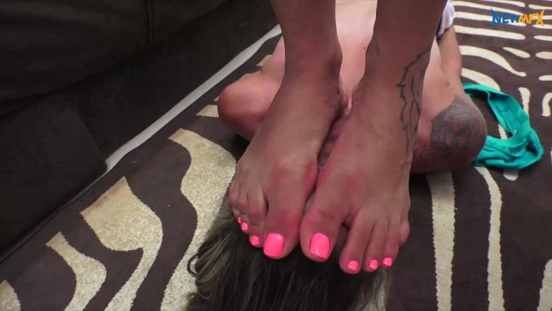 Lesbian trample (superb feet)