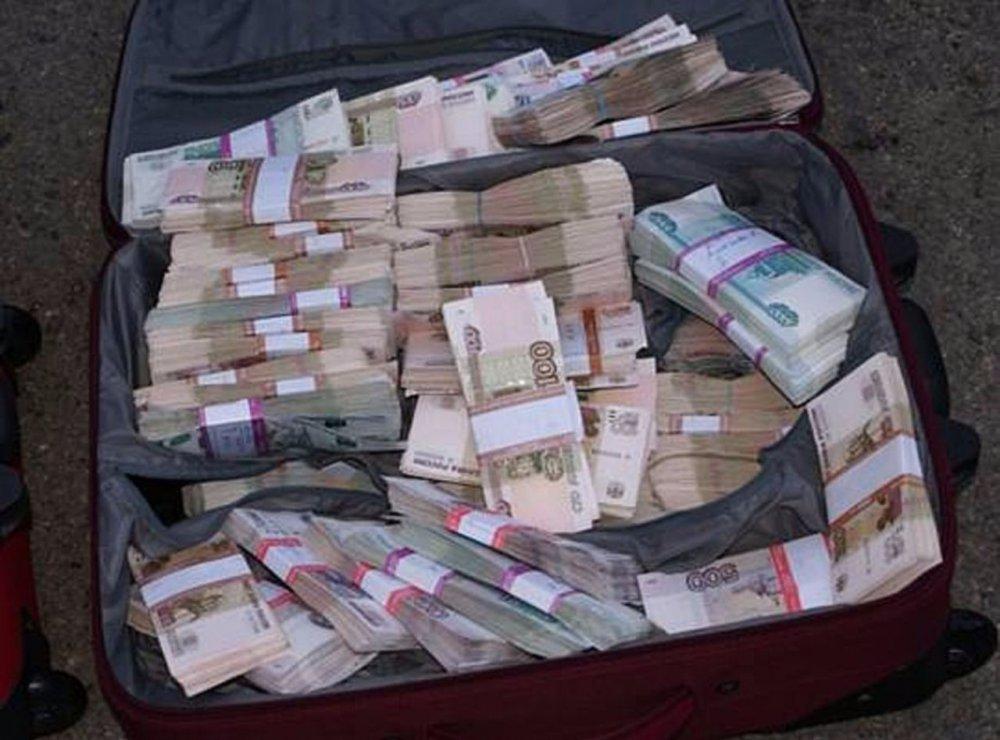 В КЧР полицейские не могут найти владельца крупной суммы денег