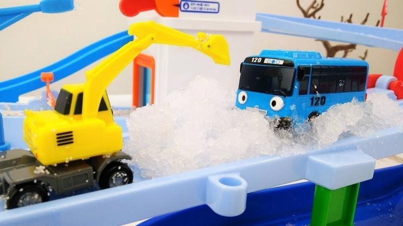 Die Helfer Autos auf Deutsch. 4 Videos am Stück. Spielzeugvideo für Kinder.
