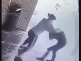 Девушка жестко отделала мужика