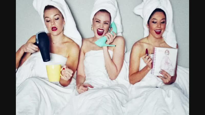 Кофе фен каблук постель три девицы озорницы