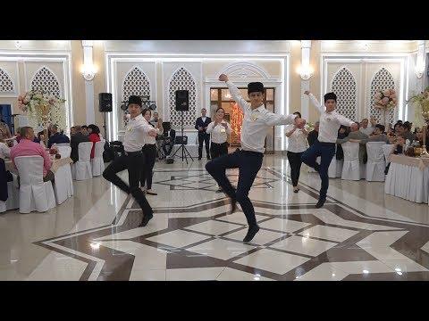 Поздравительный Позитивный танец Лезгинка от официантов ресторана