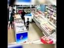 Обезумевшая яжмать разнесла магазин в подмосковном Жуковском после замечания продавщицы об оплате товара