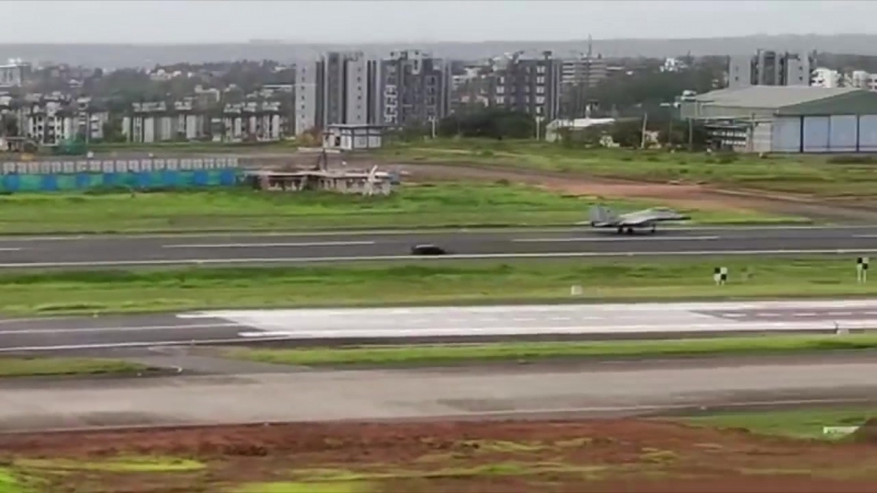 Lamborghini Huracan vs Indian Navy MiG-29K