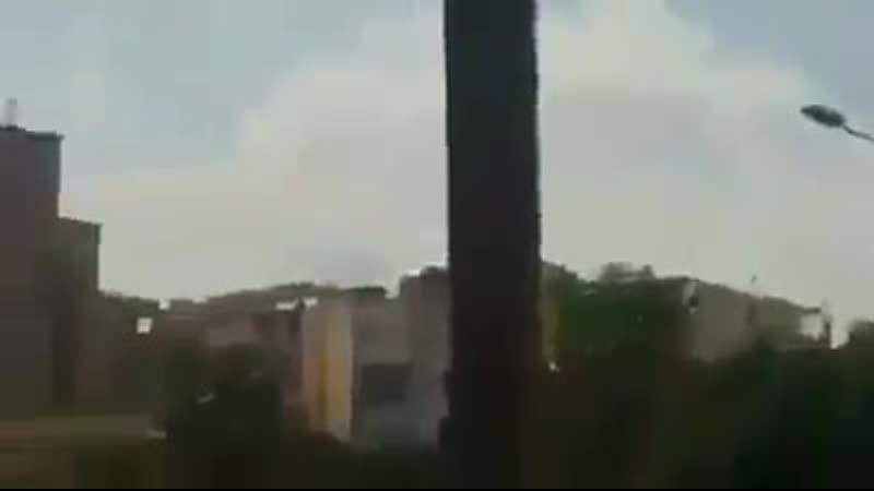 Libye vidéo qui montrerait la frappe aérienne daujourdhui sur laéroport de Mitiga près de Tripoli Lavion est probablement un