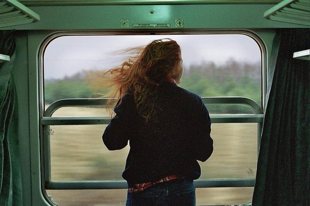 люди так боятся сделать шаг навстречу новой жизни, что готовы закрыть глаза на все, что их не устраивает. а это еще страшнее: проснуться однажды и осознать, что рядом все не то, не то, не