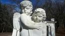 Скульптура детей ангелов в курортном парке г Ессентуки